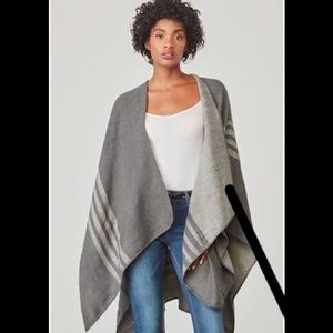 Athleta NWOT BB Dakota Poncho Light Grey Size M